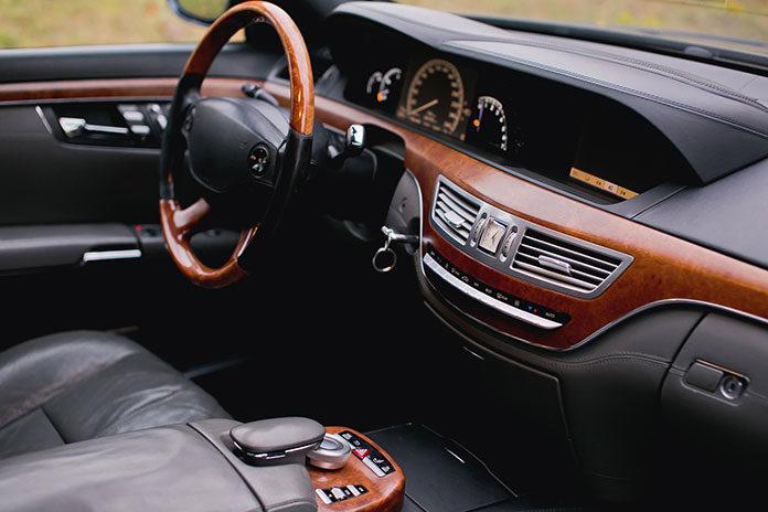 Na co zwrócić uwagę przed kupnem używanego samochodu luksusowego?