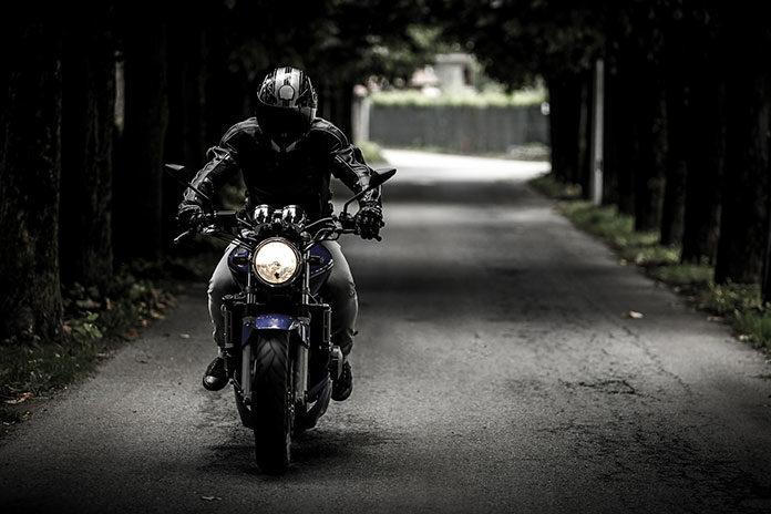 Jakie bluzy znajdziesz w sklepie motocyklowym?